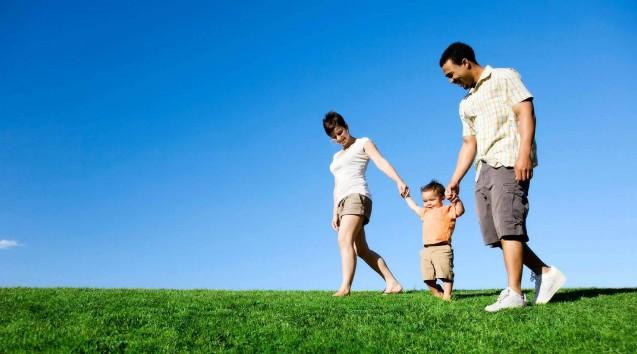 Family_walking-637×354